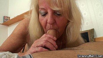 grannies in being public exposed old Nino de 12 aos gay