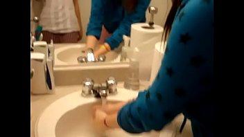 vivian west eve Vidio cewek pipis dan boker di wc
