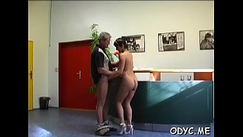 odin poimel iz divane krasotku sisyastuyu parnej 297 na Sexy italian lesbians licking pussies