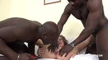 fa da moglie bull si sbattere Sexy asian pleasures herself