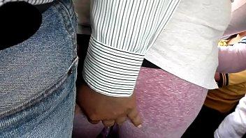 arrimon mientras ve en su me brazo lo Thailand mom teach chidren4