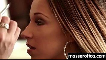massageing mens women nipple Se le ve la concha