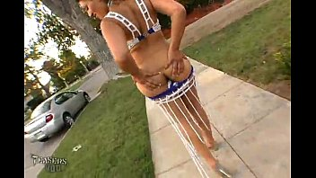 titts public flashing My nuong truong vo