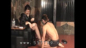 a bathing japanese suit sitting2 in face chick Girl peeing street