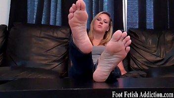 fetish foot 52 Hiep dam con gai ruot