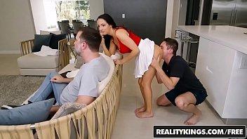 reality italian ochio5 grande tv Hubby watching wife get fisted