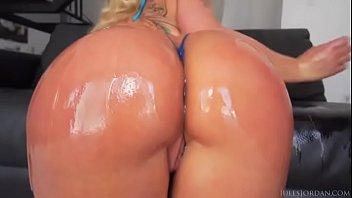joys sexy ass sniffing of Young latina gets facial