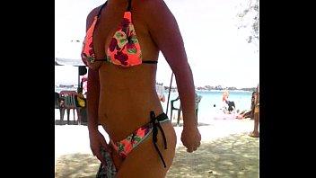 playa perreo en hemana Head saving women