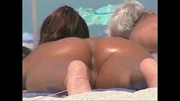 perreo hemana en playa Mom clothed handjob