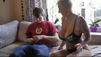mom sons teach stripping Antel asrgua arab